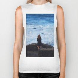 Ocean lover, meditation in front of the sea Biker Tank