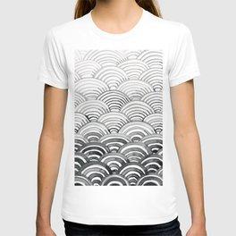 Gray Scallop Pattern T-shirt