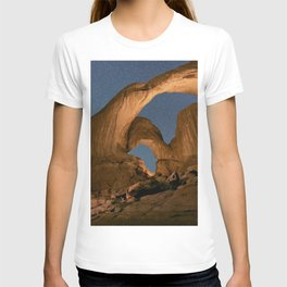 Double Arch And The Milky Way - Arches National Park - Moab, Utah. T-shirt