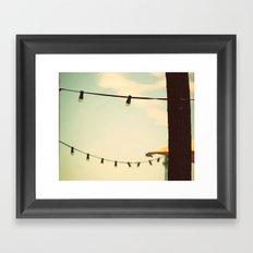 Buscando desconocidos... Framed Art Print