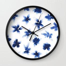 Fleurs bleues Wall Clock