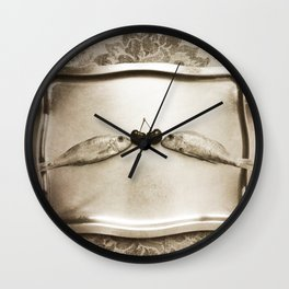 Entre peces y cerezas Wall Clock