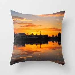 Sunrise arcross the water Throw Pillow