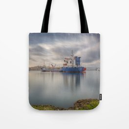 Sunrise at the meditteranean port of Grand Harbour, Valletta, Malta Tote Bag