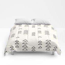 Minimalist Triangle Line Drawing Comforters