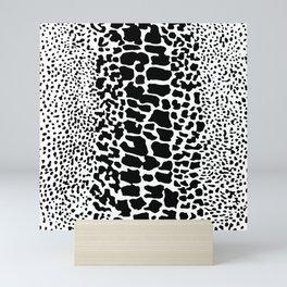 ANIMAL PRNT SNAKE SKIN WHITE AND BLACK PATTERN Mini Art Print