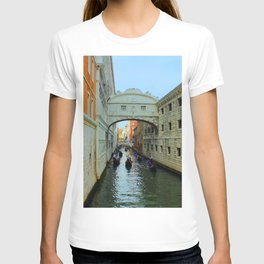 Bridge of Sighs, Venice, Italy,  in the late afternoon sun. T-shirt