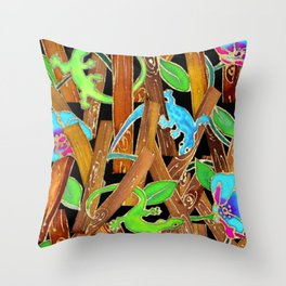 Gecko, Now You See Me Throw Pillow