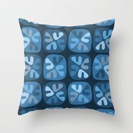 blue boomerangs Throw Pillow
