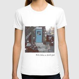 Retro blue studio  T-shirt