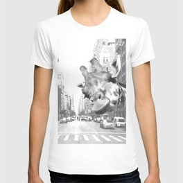 Black and White Selfie Giraffe in NYC T-shirt