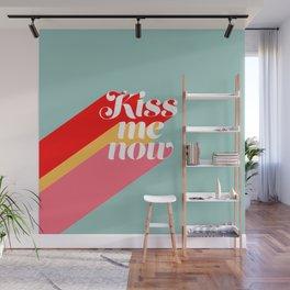 Kiss me now Wall Mural