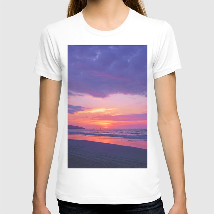 Broken sunset by #Bizzartino T-shirt