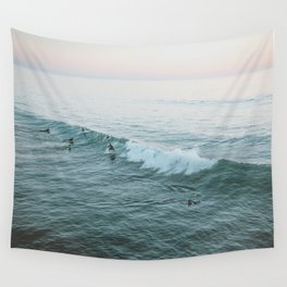 lets surf v Wall Tapestry