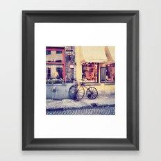 Por las calles de Brujas.. Framed Art Print