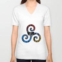 derek hale V-neck T-shirts featuring Hale Family by Ana Sánchez