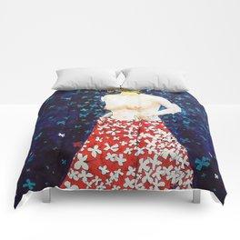 Femme aux papillons Comforters