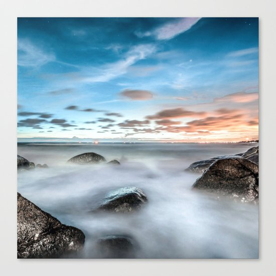 Above the mountines Canvas Print