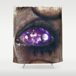 Ojos color galaxia Shower Curtain