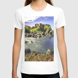 Dunluce Castle, Ireland. (Painting) T-shirt