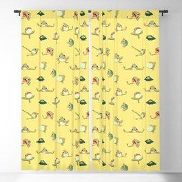FROOOOOOOOOOOOWG PATTERN far apart yellow Blackout Curtain