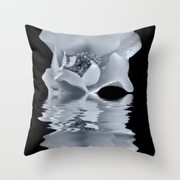 blue rose reflection Throw Pillow