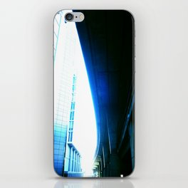 fly over london iPhone Skin