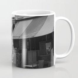 Bezoekers van een meubelzaak op de vlooienmarkt, Bestanddeelnr 254 0572 Coffee Mug