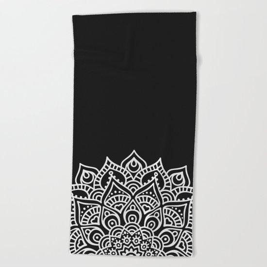 BLACK N' WHITE MANDALA Beach Towel