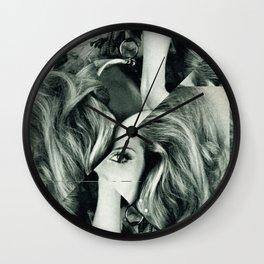 Frau Dreiecke 6 Wall Clock
