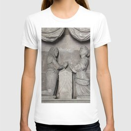 Monument To William Wentworth And His Wife Henrietta T-shirt