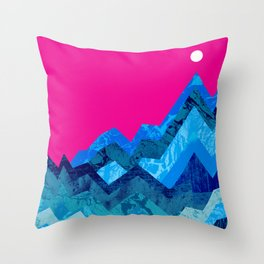The hight waves under a small moon Throw Pillow