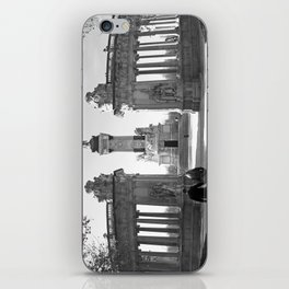 Couple at Madrid monument iPhone Skin