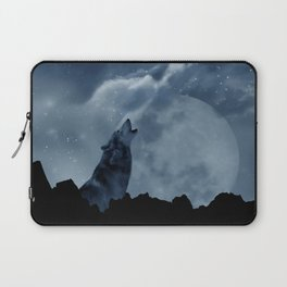 Wolf howling at full moon Laptop Sleeve