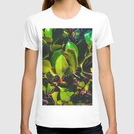 closeup green leaves garden texture background T-shirt