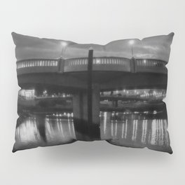 a river runs through it Pillow Sham