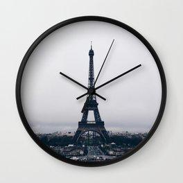 Un hiver à Paris Wall Clock