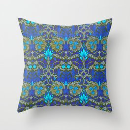 "William Morris ""Snakeshead"" edited 2. Throw Pillow"