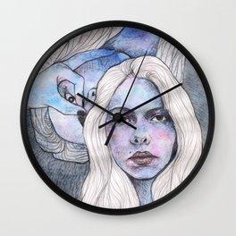 CHICA DE PELO BLANCO Wall Clock