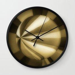 Sol Adentro, obscuro Wall Clock