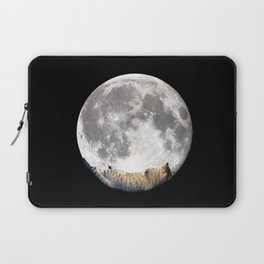 Sleeping cat with the Moon Laptop Sleeve