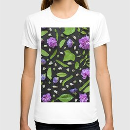 Leaves and flowers pattern (17) T-shirt