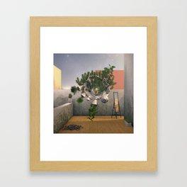 El espectro Framed Art Print