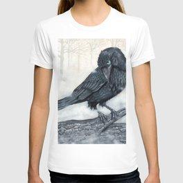 El ve a través del cuervo y controla la niebla T-shirt