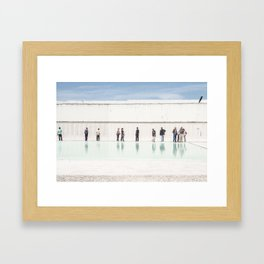 Panser la mémoire Framed Art Print