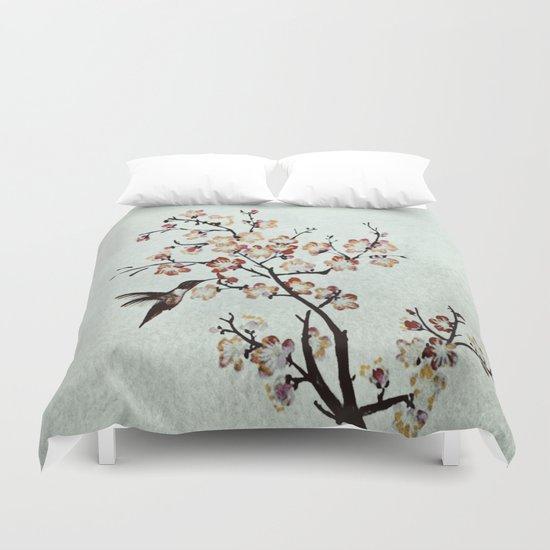 Delicate humming-bird Duvet Cover