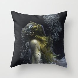 free diving belle Throw Pillow