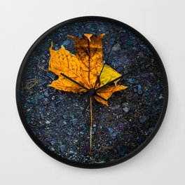 Beautiful Minimalistic Stone-Peng Style Leaf Wall Clock