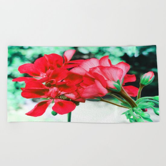 Red FlowERS Green Bokeh Beach Towel