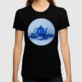 Blue tea party madness - still life T-shirt